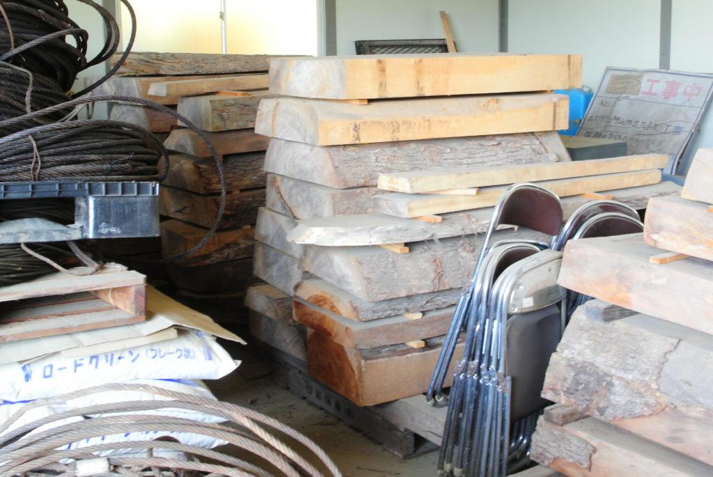 倉庫に眠っている広葉樹